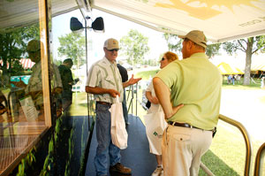 Mobile Greenhouse visitors learn about Roundup Ready 2 Yield soybeans
