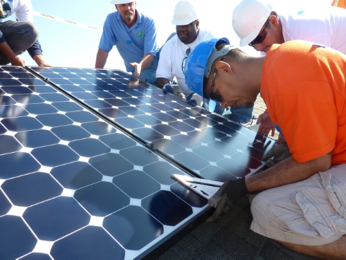 SunEdison and GRID Alternatives announce major solar workforce initiative called RISE. SunEdison and the SunEdison Foundation contribute $5 million to train women and members of underserved communities for jobs in the solar industry. (PRNewsFoto/SunEdison, Inc.)