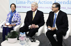 From left to right: Minister Ségolène Royal, France; President Olafur Ragnar Grimsson, Iceland; Director-General Adnan Z. Amin, IRENA. Photo by IISD/ENB
