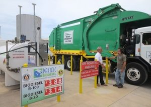 Rick Miller, vice president of operations for Maui Disposal, talks with Pacific Biodiesel President Bob King as one of his trucks fuels up at the Pacific Biodiesel pump in Kahului. All Maui Disposal diesel vehicles run on biodiesel. Photo: Pacific Biodiesel Technologies