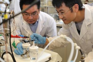 U of T Engineering researchers Min Liu (left), Yuanjie Pang and their team designed a way to efficiently reduce climate-warming carbon dioxide into carbon monoxide, a useful chemical building block for fuels such as methanol, ethanol and diesel.
